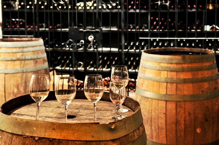 Portwein mit Fässern